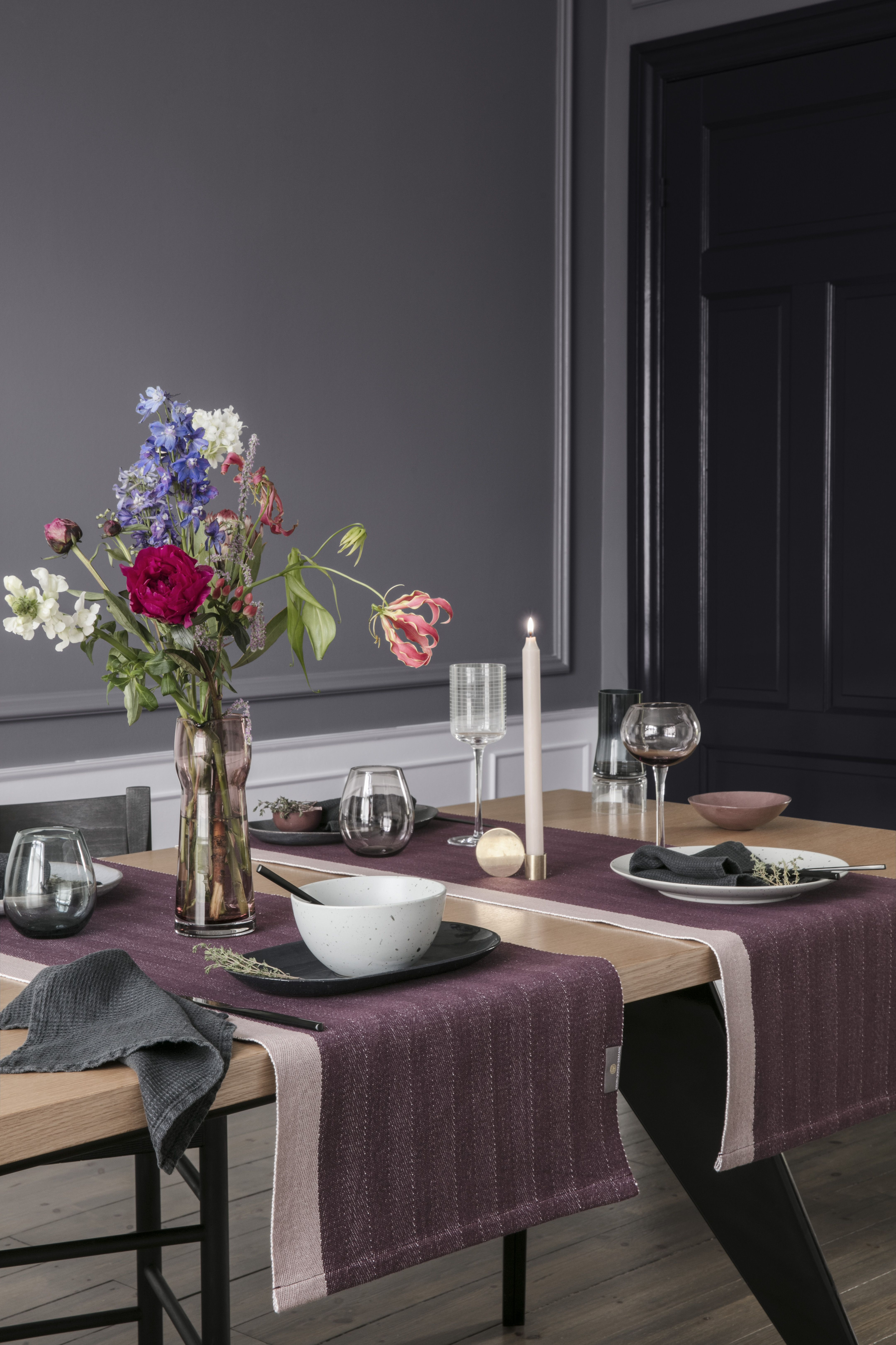 A Solid Table Runner In A Beautiful Herringbone The Table