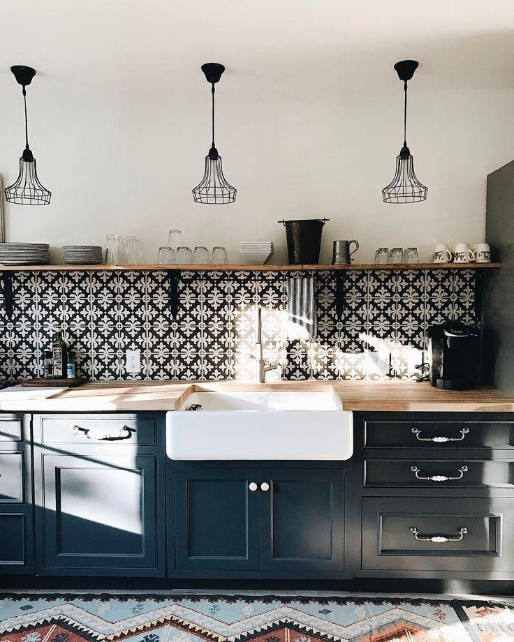Unsere kleine Gästeküche. Fühlt sich gut an, wenn die Sonne hereinströmt. #kitchenremodelsmall