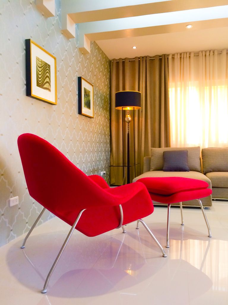 Womb Chair as the Livimg Room's focal point