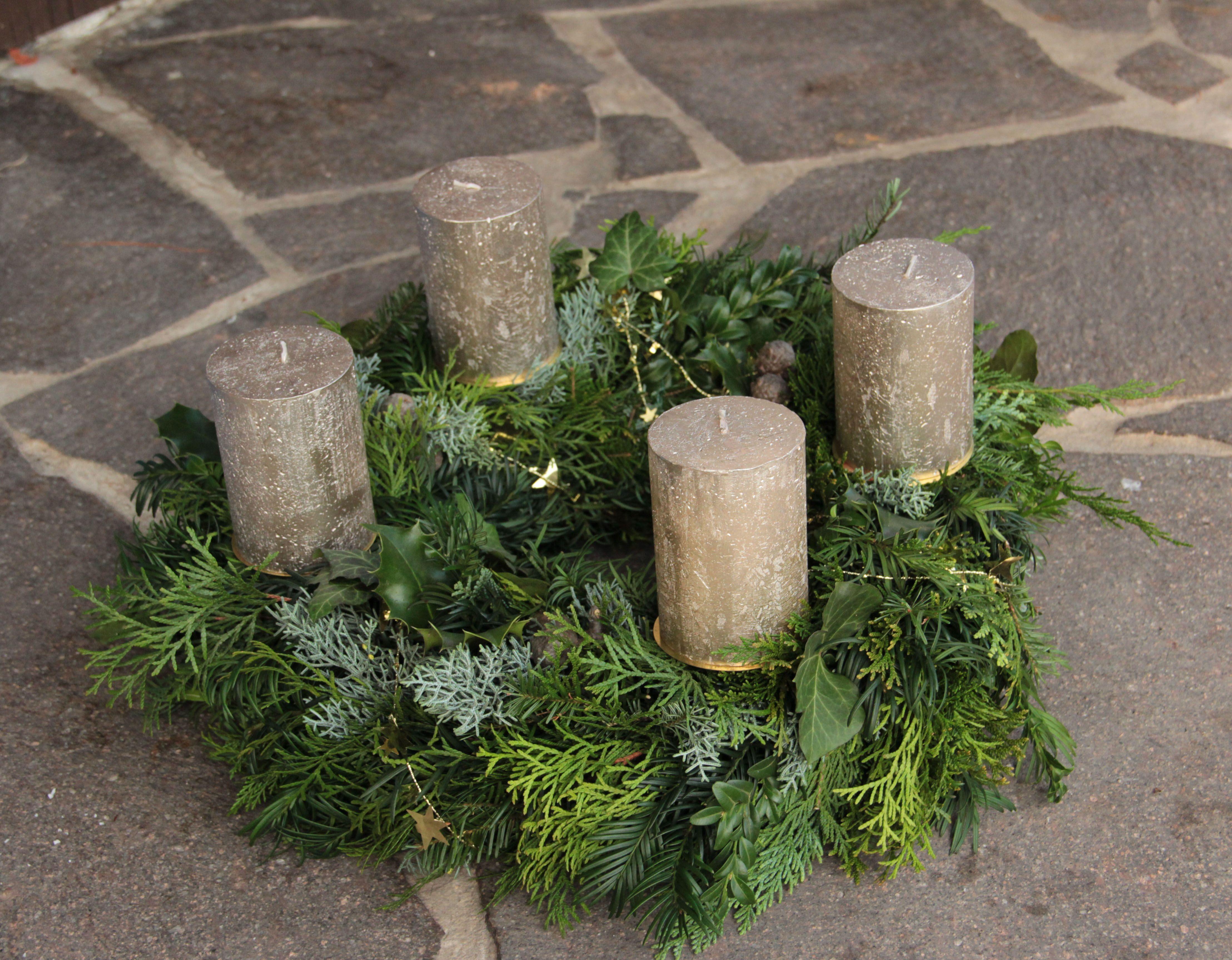 Adventskranz binden | Winter- und Adventskränze | Pinterest | Holidays