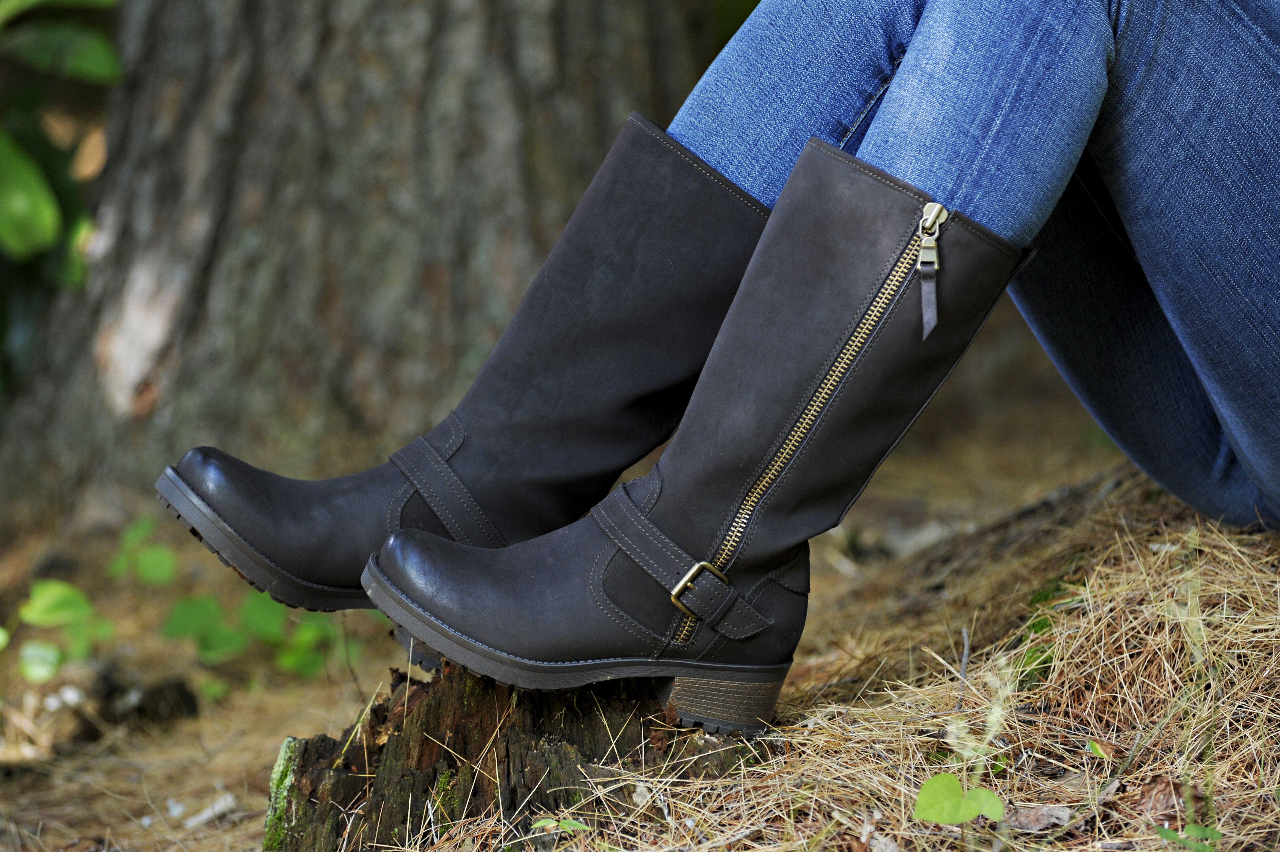 White Mountain Backbeat boot in black