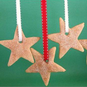 ¿Te imaginas mejor adorno para el árbol de Navidad que unas deliciosas galletas de canela?... La decoración del árbol de Navidad este año puede convertirse en algo doblemente divertido, porq