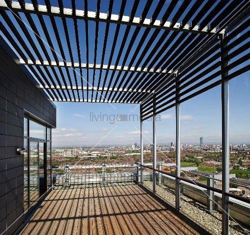 Pergola Dachterrasse http living4media de bilder 11001802 moderne dachterrasse mit