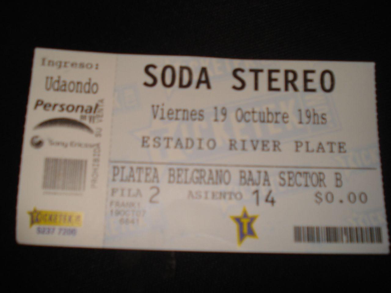 """Primer show de la gira """"Me verás volver"""" de Soda Stereo. El 19 de octubre de 2007 en el estadio de River Plate (Buenos Aires, Argentina)."""