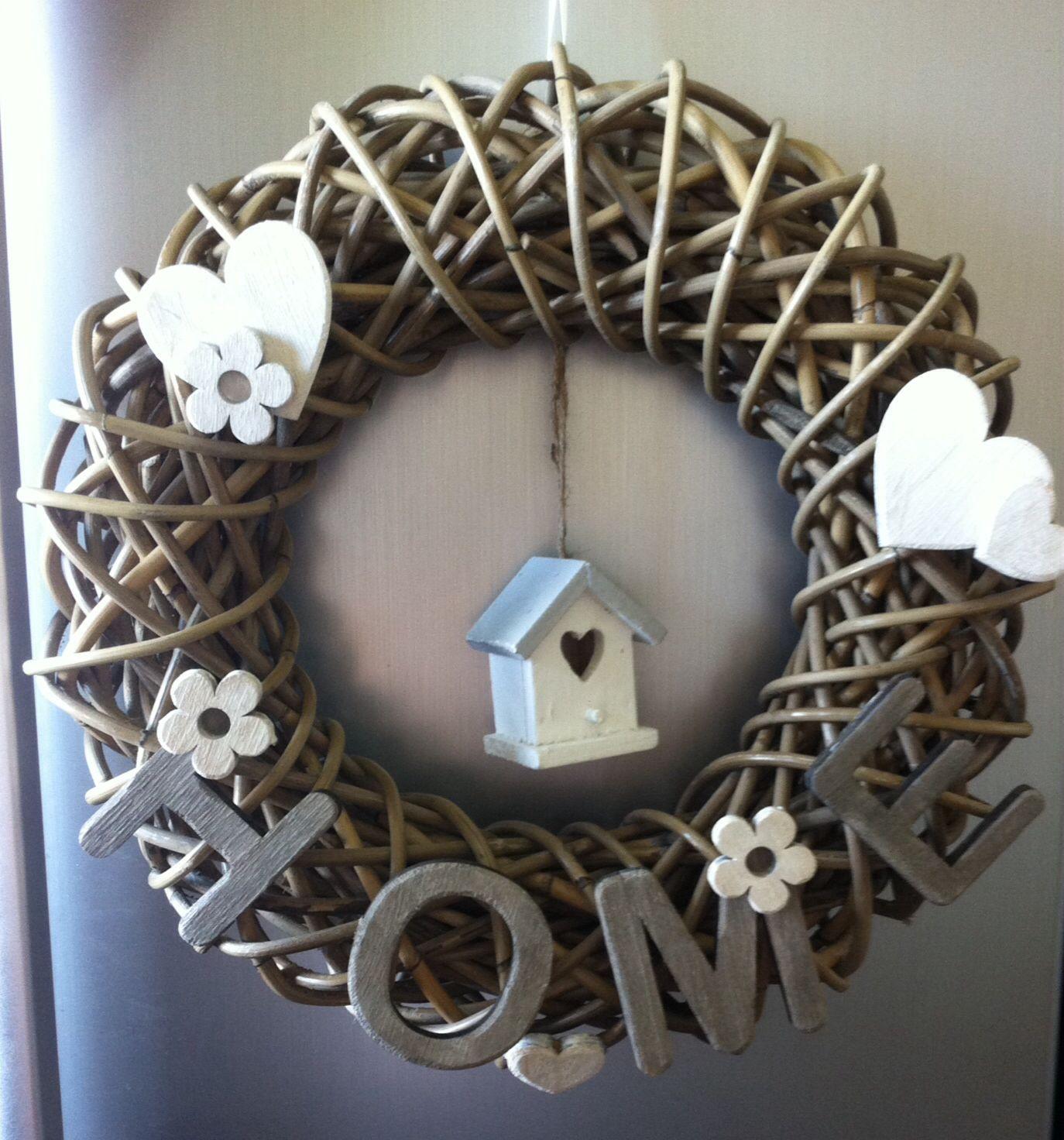 Leuke home krans voor aan de deur of in het raam for Houten decoratie voor raam