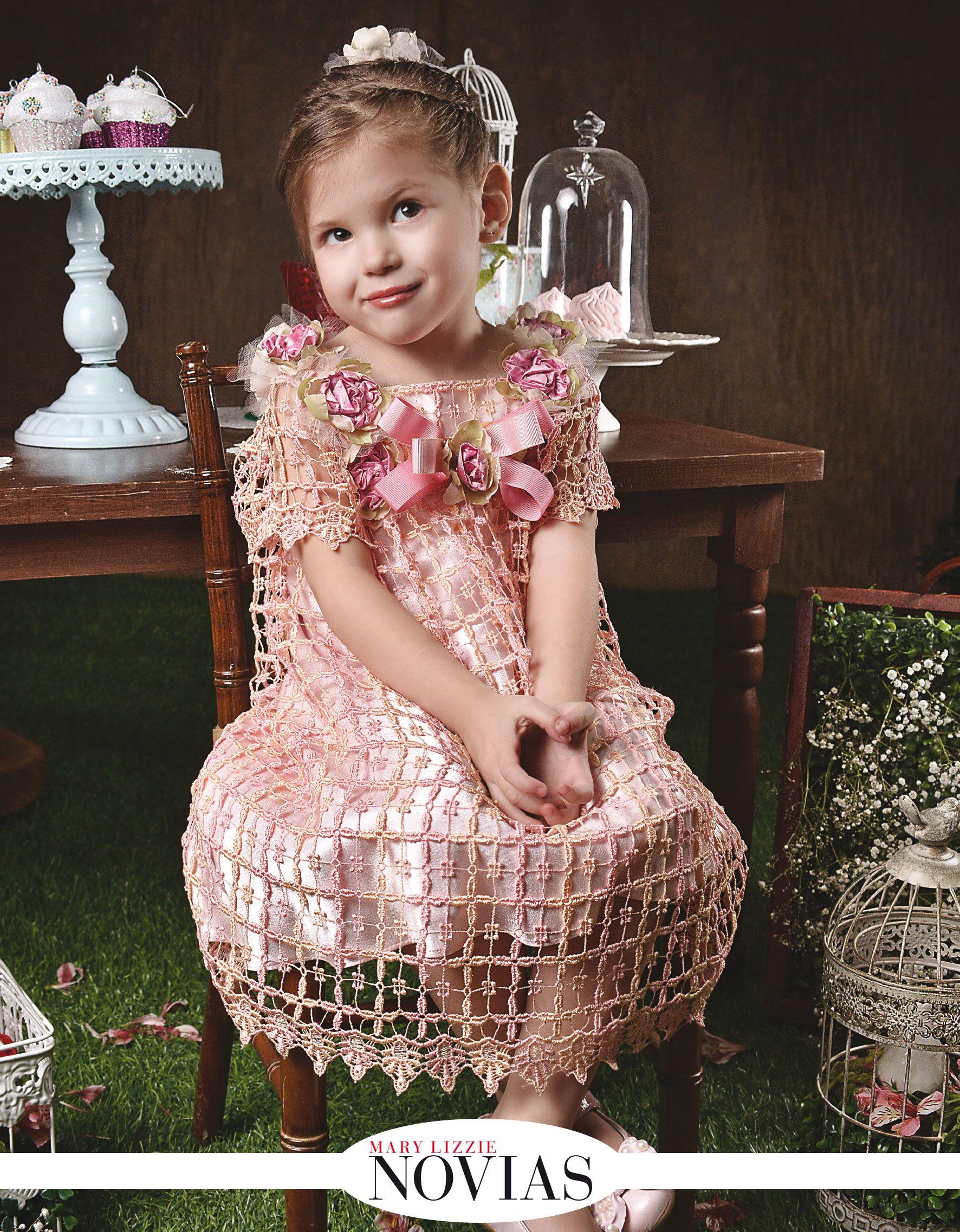 Un delicado vestido es el que luce Isabela Iriarte, con una base en ...