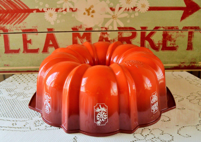 Nordic ware 6 cup bundt cake pan size 1 vintage red