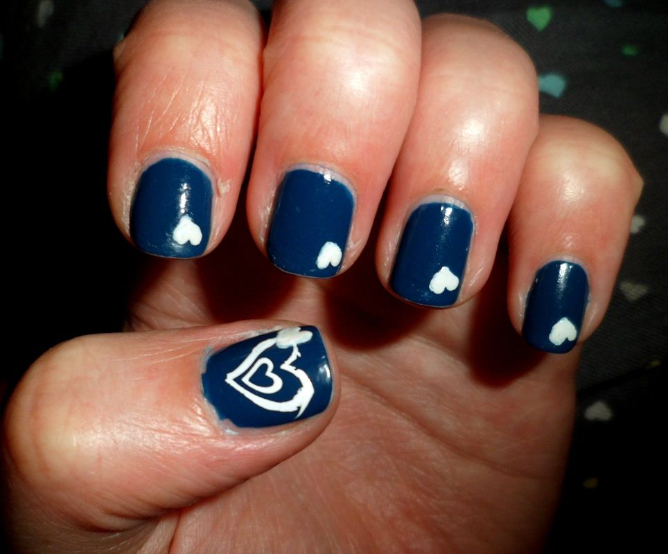 navy blue nails with white hearts