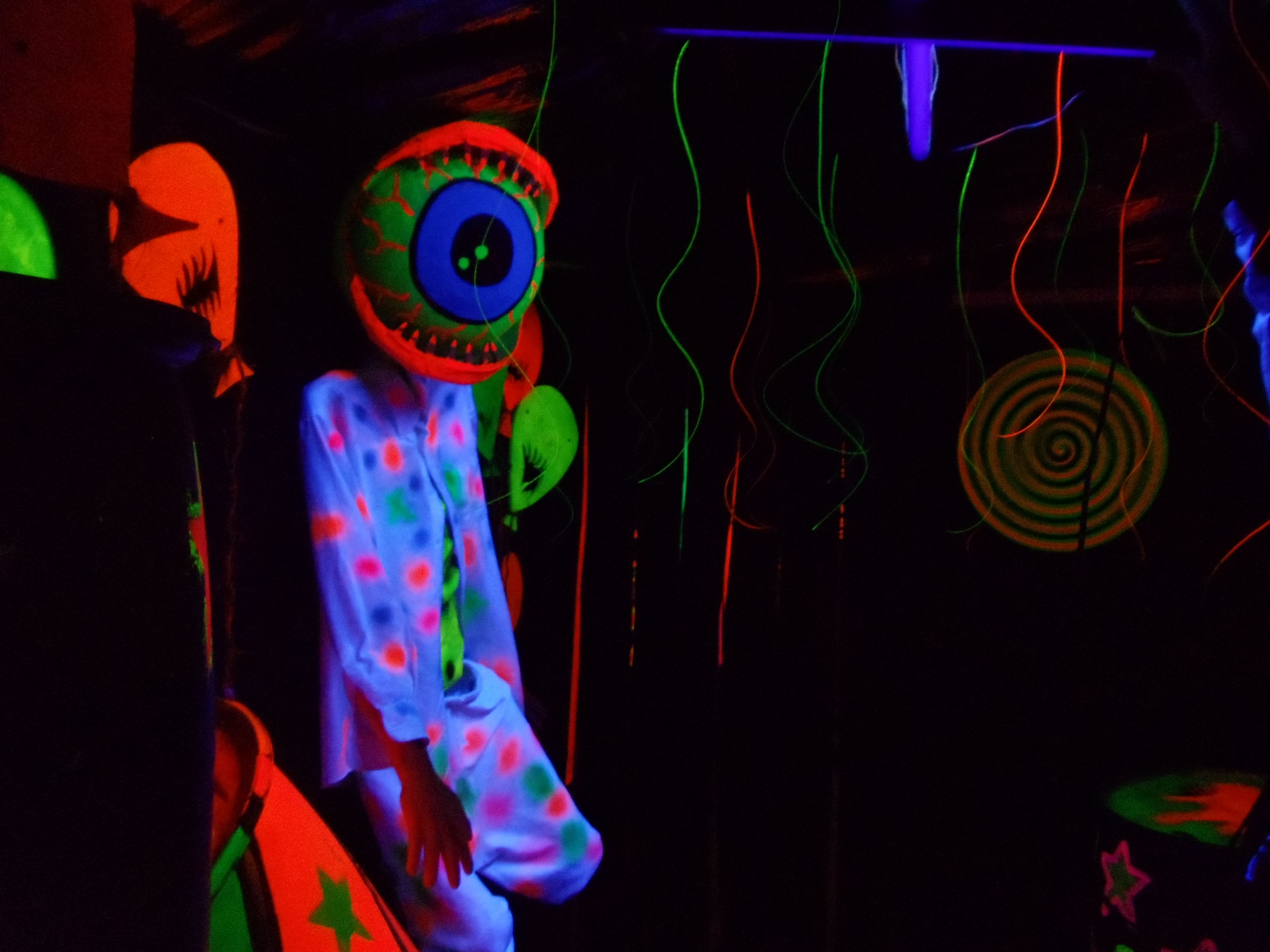 Blacklight Attractions - Haunted Houses 3D - Creepy Carnival -