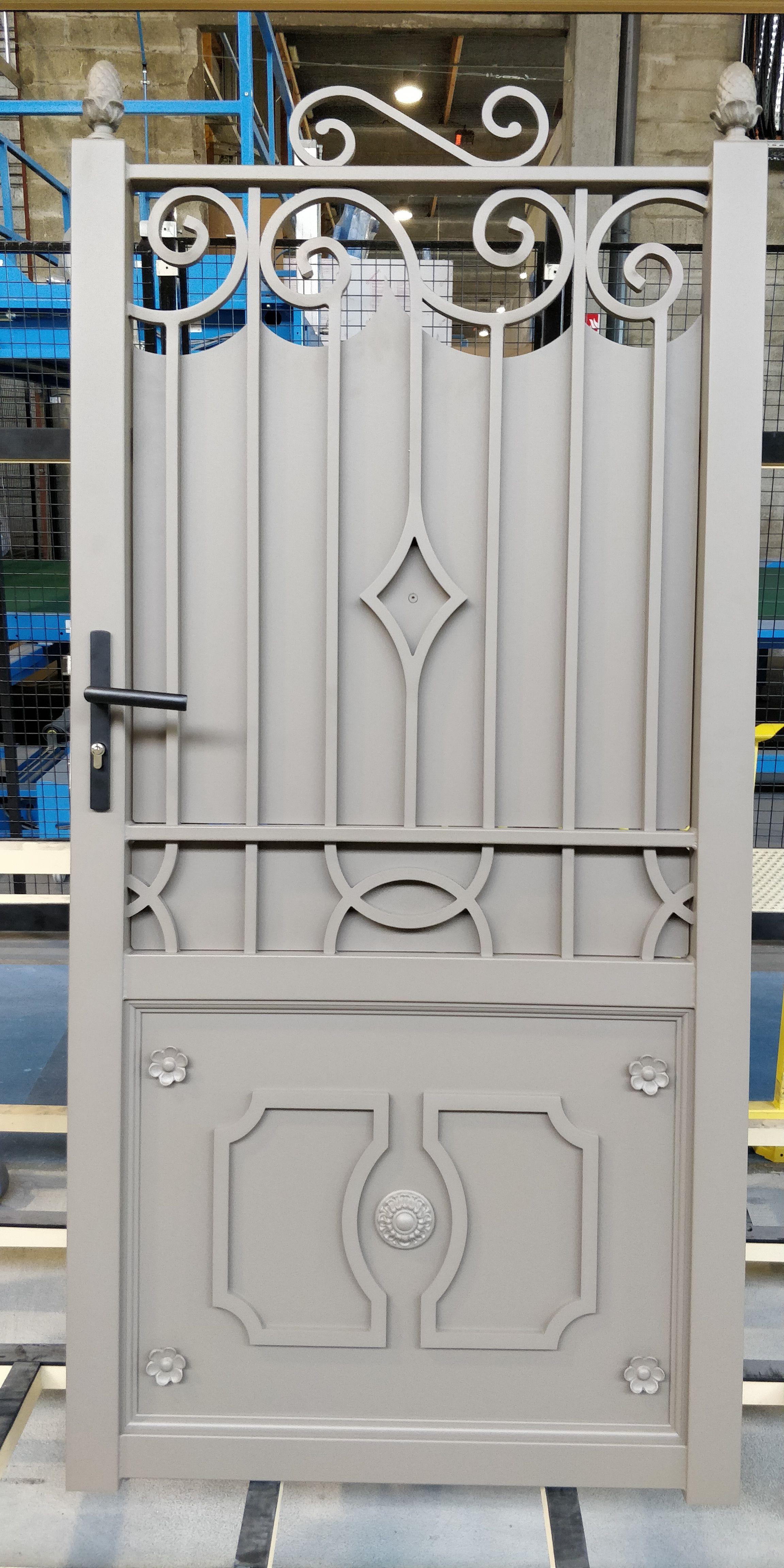 Portillon Alu Soude Ouvrage Portail Portillon Gate Gardecorps Claustra Marquise Aluminium Su En 2020 Cadre De Porte Moulure Portes En Fer Portillon Fer Forge