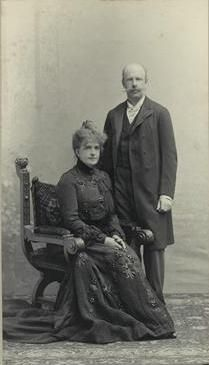 Queen Maria Pia de Sabóia and his son Afonso de Bragança in 1901 - Ajuda National Palace