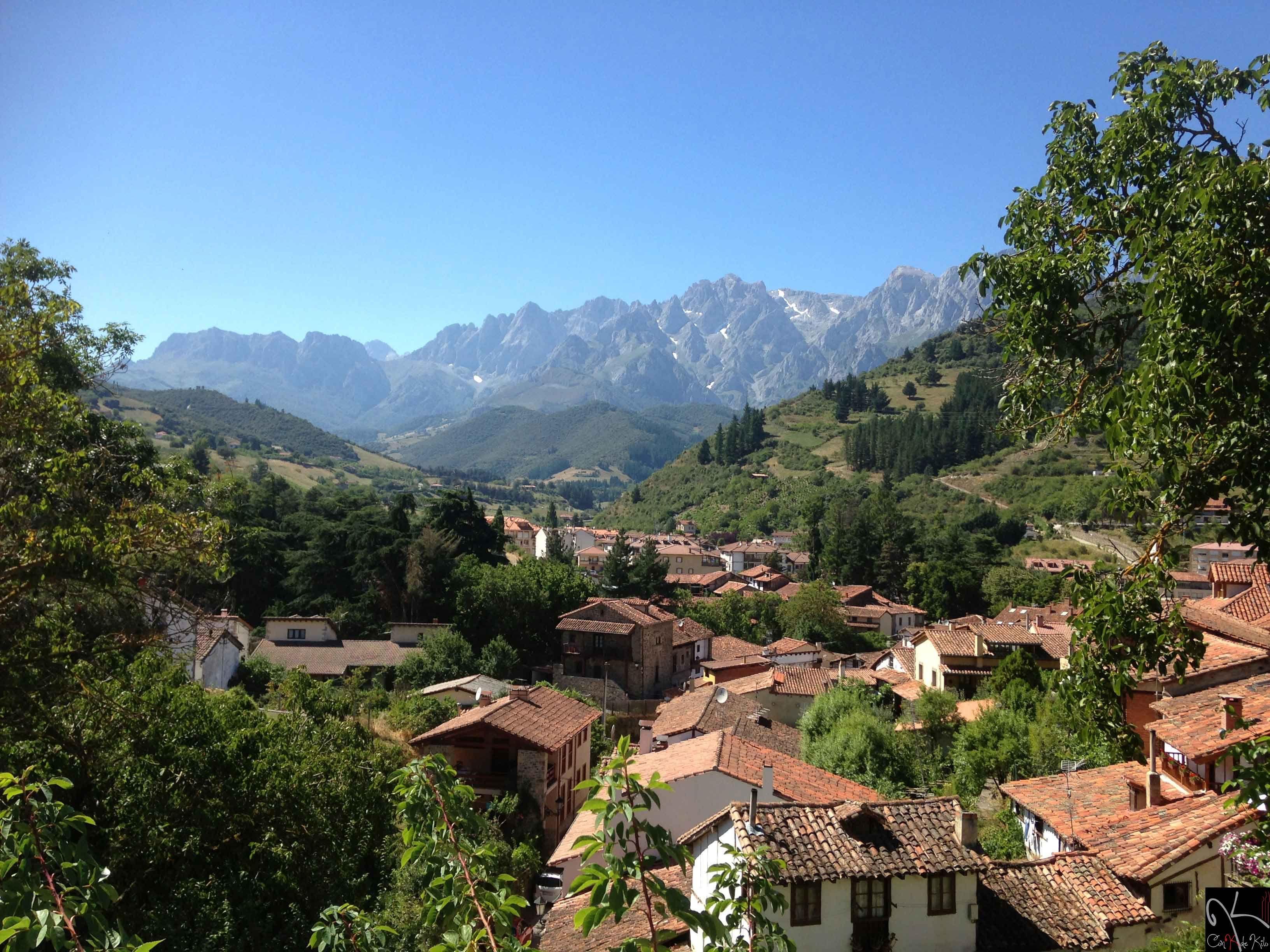 El Pueblo De Potes Con Los Picos De Europa De Fondo Cantabria Natural Landmarks Travel Landmarks