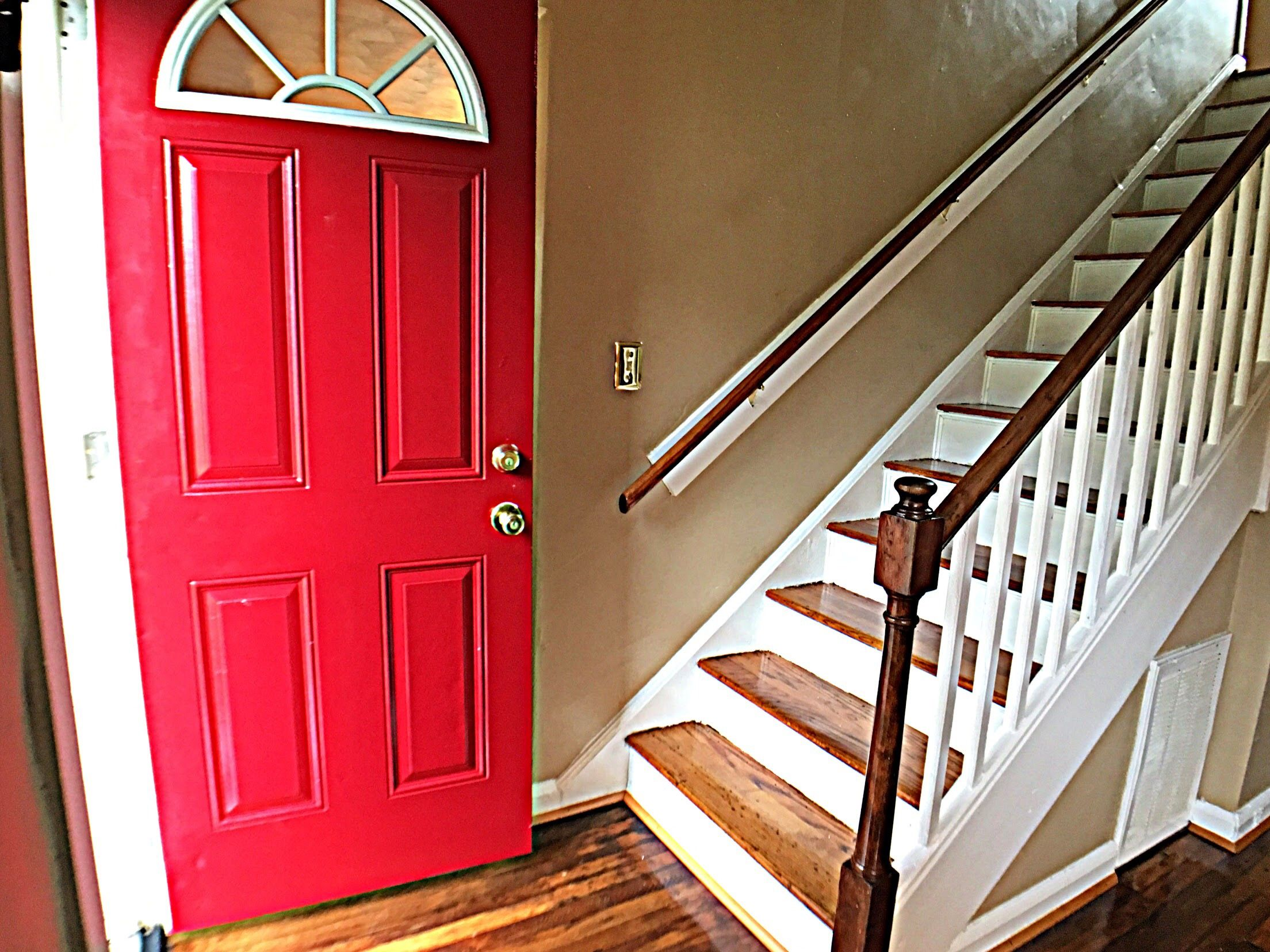 Best Hardwood Oak Staircase Oak Stair Tread With White Risers 400 x 300
