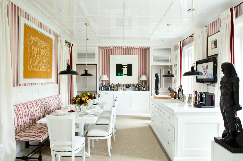 Luis bustamantes stylish symmetrical classical and modern interiors comedor en una casa diseñada por luis bustamante