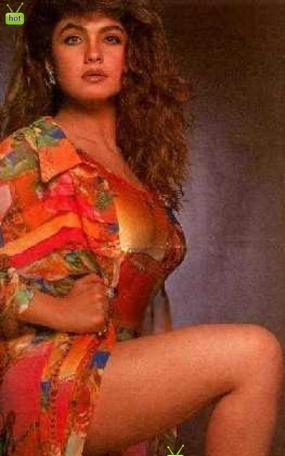 Pooja Bhatt In Bikini