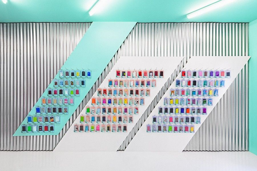 Smartphone Outlet colorful smartphone store design in valencia, spain | visual