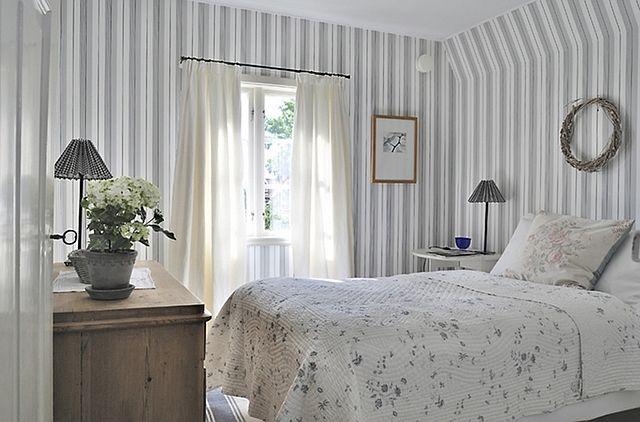http://www.homebunch.com/cottage-of-the-week-splendid-sweden/