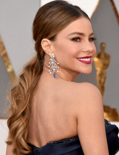 Hairstyles You Need To Try From The Oscars 2016 Red Carpet Vogue India Section Insider Author S Red Carpet Hair Wedding Hair Inspiration Hair Styles