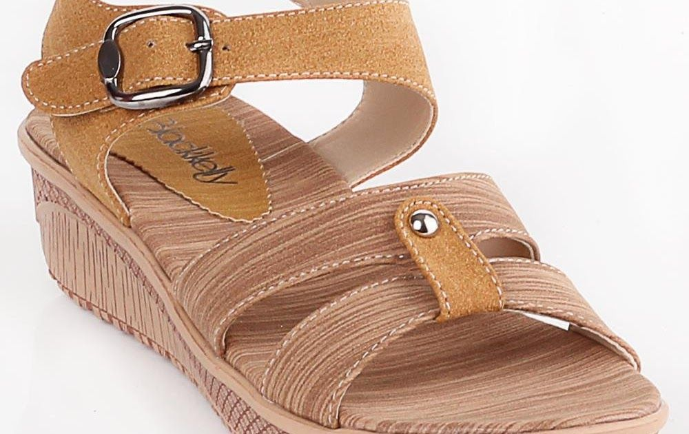 Sandal Casual Wanita Terbaru 2019 Di 2020 Sandal Tali Sandal