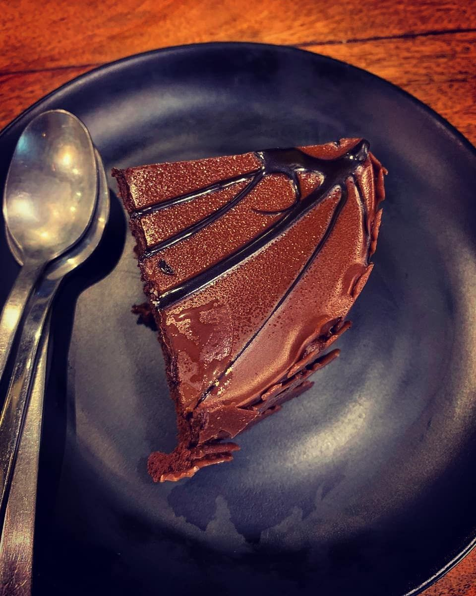 Belgian Chocolate Hazelnut Cake at @brownsugarindia .  A chocolate 🍫base cake with hazelnut filling and with chocolate 🍫grazing which makes it more delicious .  Review:- 4/5 .  .  .  .  .  .  .  .  #twistiebites #healthybreakfast #healthyfood #indiansweet #mumbaifoodie #delhifoodie #mumbaifoodblogger #cakesofinstagram #delhifoodblogger #cakesofinsta #mumbaistreetfood #dessertlove #dessertstagram #delhifood #indianfood #indoanstreetfood #northindianfood #punefood #delhistreetfood #jaipur #jaipu