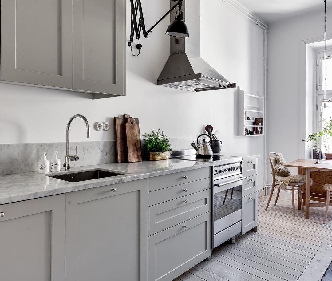 Ramlucka P1   #pickyliving #ikea #köksluckor #kök #luckor #köksinspiration #köksinredning #koksinspo #kitchen #kitchendesign #interiordecor #interiör #decor #ikehack #ikeahacks #gray #grå #marble #marmor #biancocarrara #biancocarraramarble #swedish #design #scandinavian #scandinaviandesign
