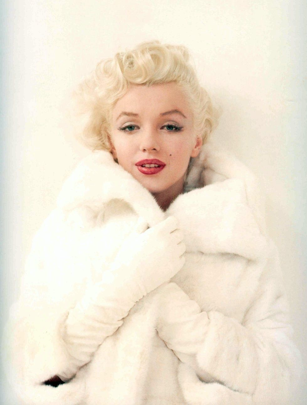 Marylin Monroe- who I believe to be one of Hollywood's only true beauties.