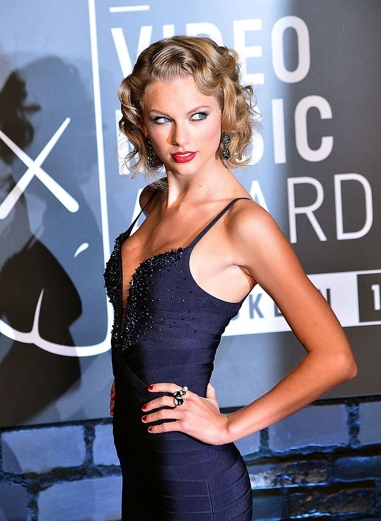 Taylor Swift Attends The 2013 Mtv Video Music Awards At The Barclays In 2020 Taylor Swift Hot Taylor Swift Vma Taylor Swift