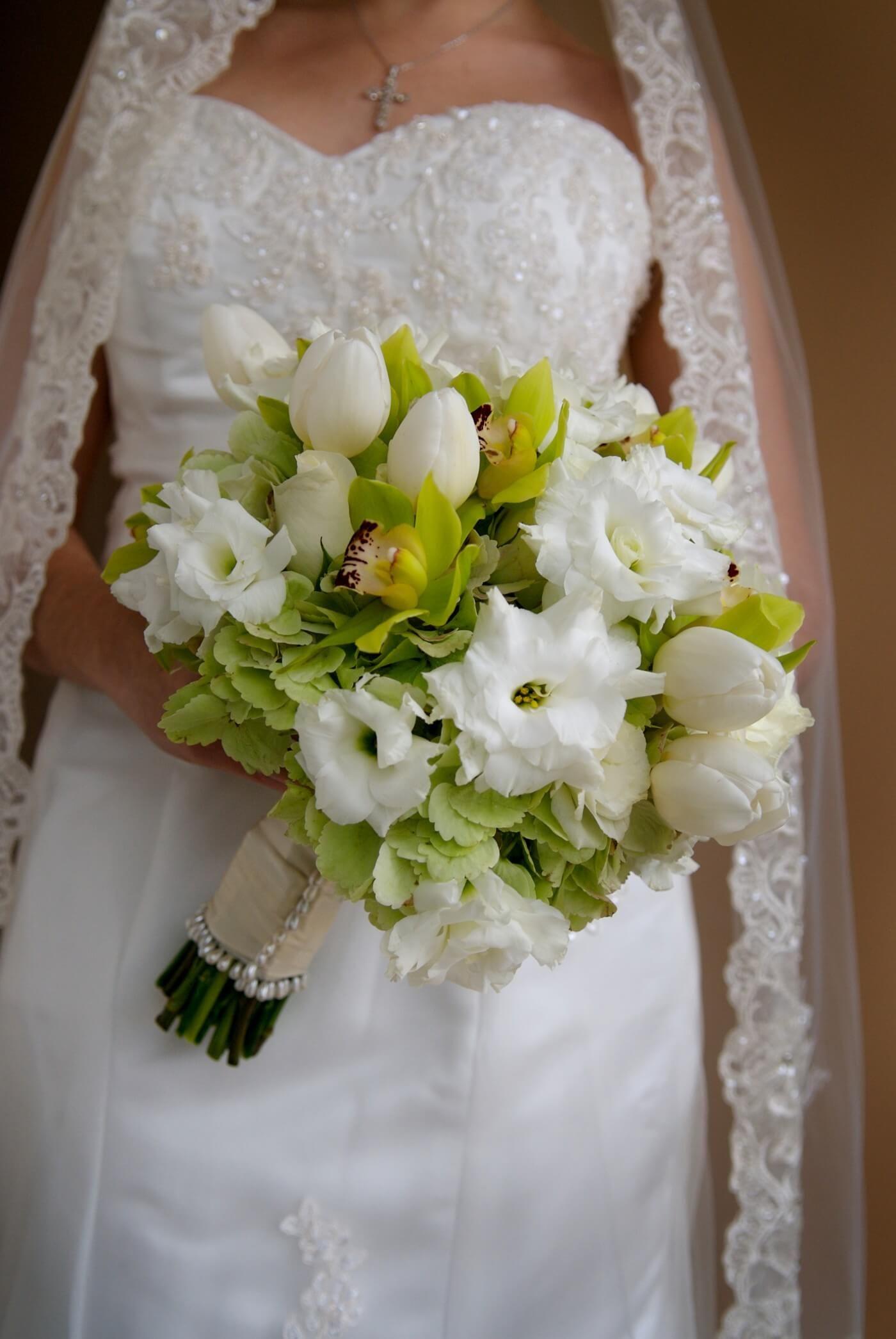 Brautstrauss Mit Tulpen In Weiss