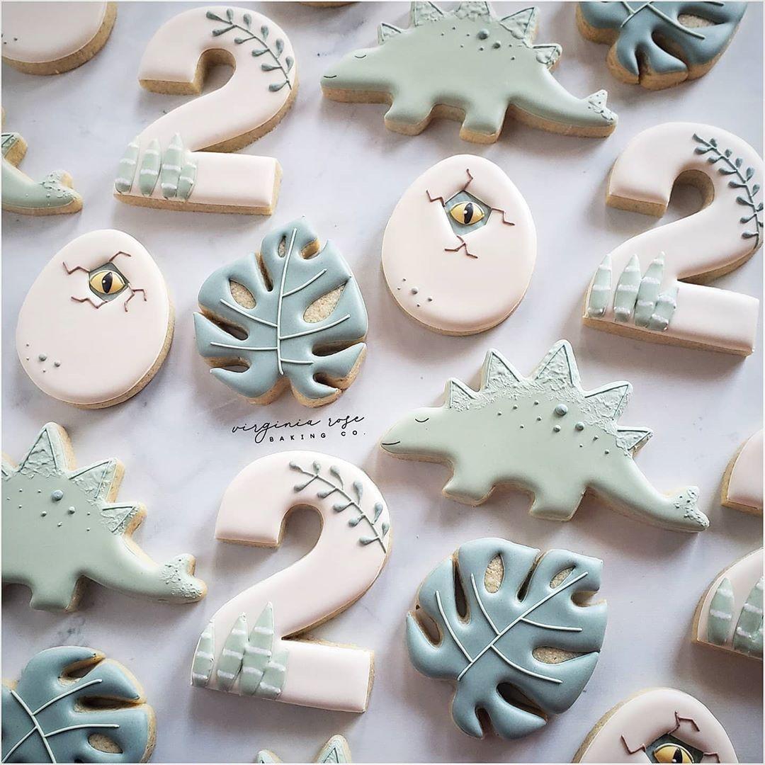 "anna deen smithhart on Instagram: ""Rawr. #virginiarosebaking #decoratedcookies #madisonms #sugarcookies #icedcookies #decoratedsugarcookies #cookiesofinstagram…"""