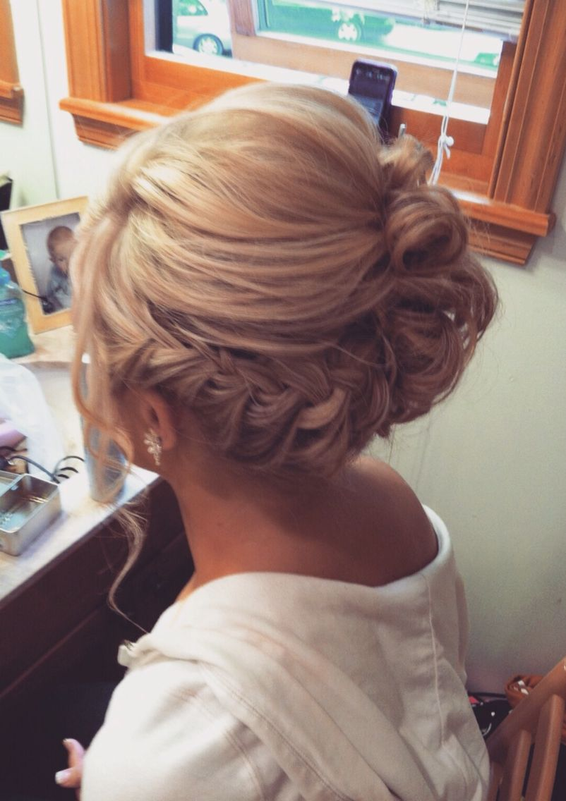 You know I have a formal occasion coming up soon, and I am totally going to attempt a style like this one! This is a beautiful style, that is elegant. The one thing my mother has always told me, is that she loves when my hair is up, because my hair is no longer the focus, but my face is the focus. She has always said a girl's beautiful face should always be the star of the show, not the hair!