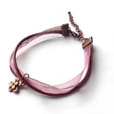 Bracelet en métal cuivré rose et bordeaux