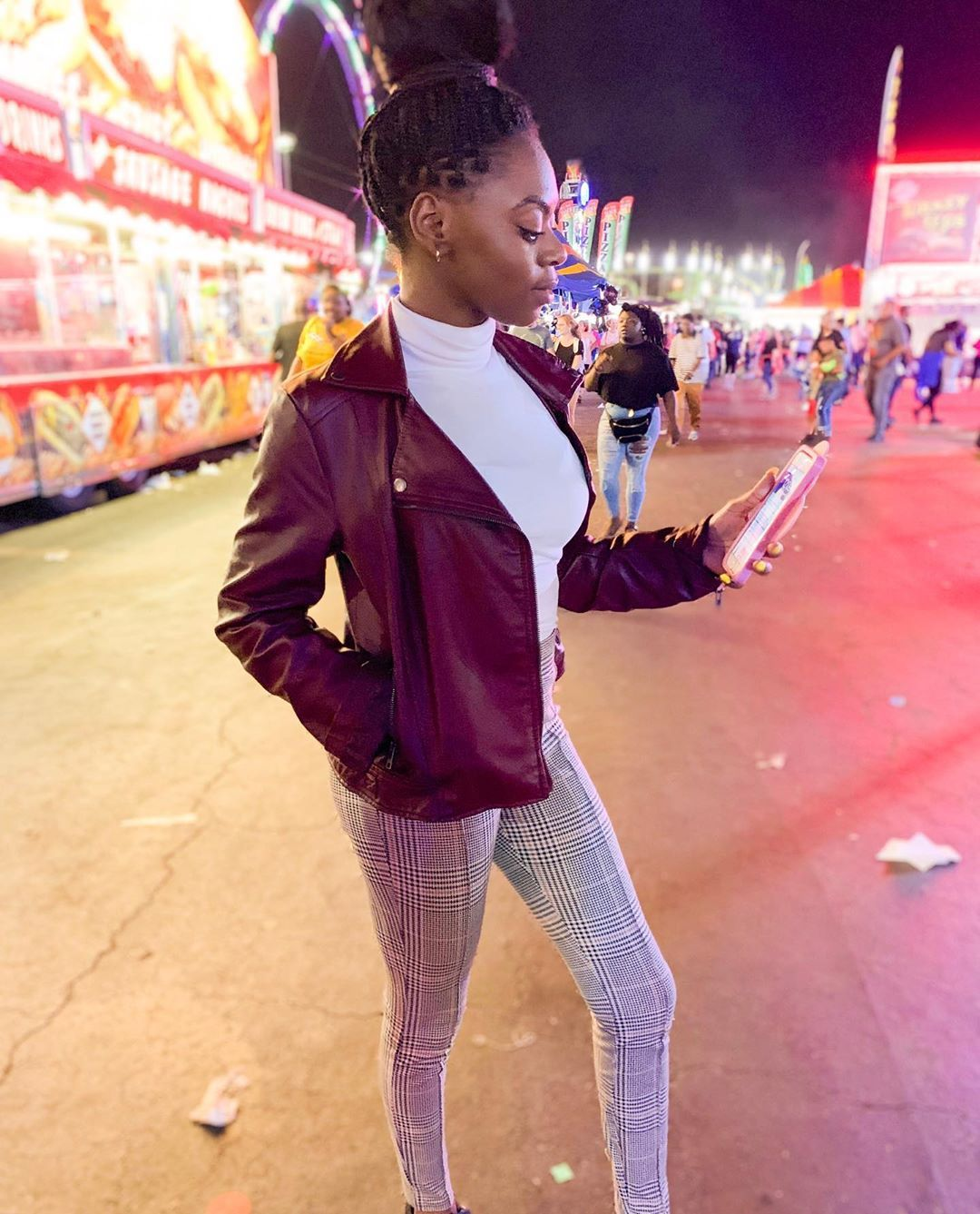 I had such a great time at the great laughs, great food, and greater people... ....I bundle up with a leather jackets from @nordstrom paired with my printed skinny's from @oldnavy... super simple and cute.. : P.s. 📸 by @b.e_llis and @pataracts : I hope everyone Sunday is blessed✨ : :