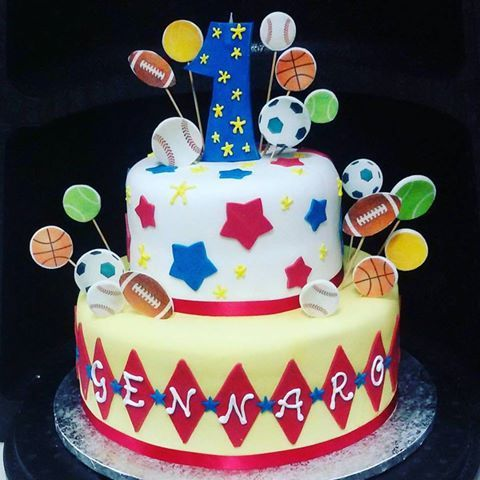 Al primo compleanno e già con le idee chiare ....auguri piccolo sportivo #pasticcerialamimosa#simocakedesigner #millefoglie #cakedesign#ilovecake #happybirthday #buoncompleanno Torta per sportivi di http://www.simocakedesigner.it
