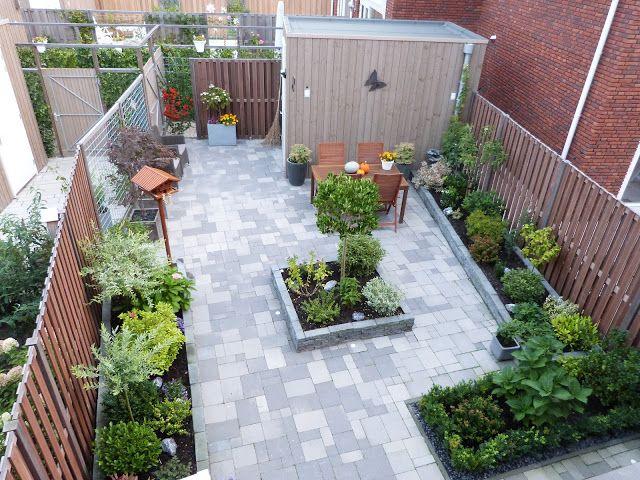 Leuk diepte effect die salix bij schutting links kleine for Ideeen kleine tuin