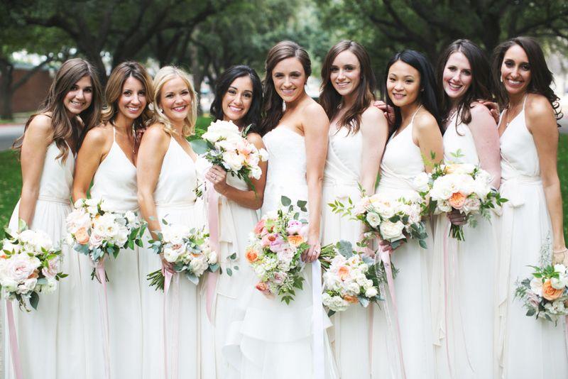 14-White-Bridesmaids-Dresses-Pink-Peach-Ivory-Bouquet.jpg (800×534 ...