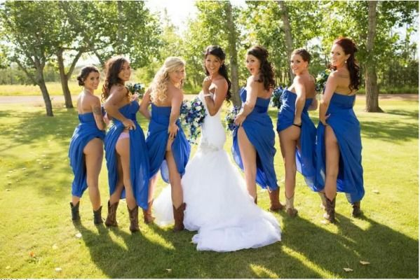 6d001aa8031 New Trend  Mooning Bridesmaids.. WTF Is Going On