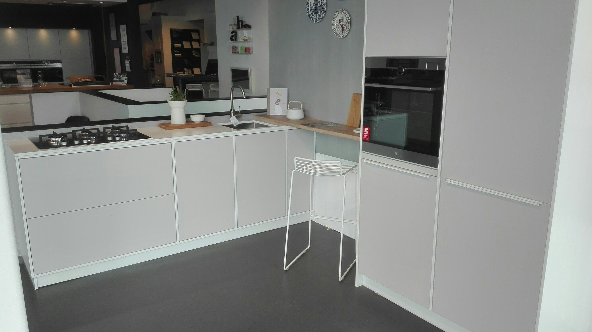 Tvis Keuken Modu Keuken In Showroom Kvik Wateringen Licht Grijs Push Open