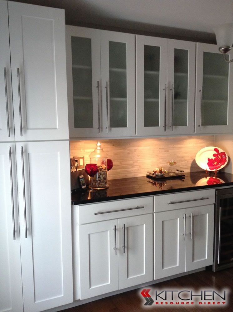 Shaker shaker ii photo gallery discount kitchen for Cheap shaker kitchen cabinets