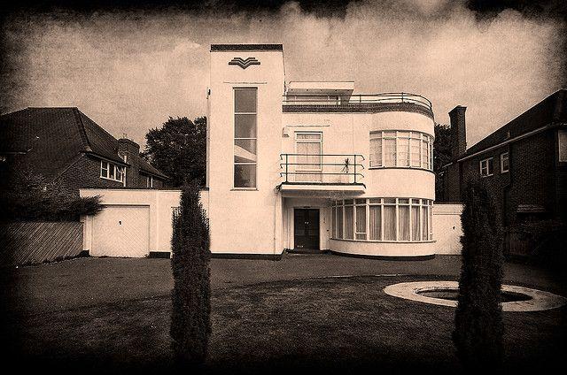 Art Deco House In Old Bedford Road Luton Bedfordshire Art Deco Buildings Art Deco Architecture Art Deco Home