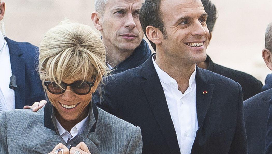 Brigitte Macron Bei Diesem Outfit Schauen Alle Nur Auf Ihre Fusse Outfit Attraktive Frau Futuristische Mode