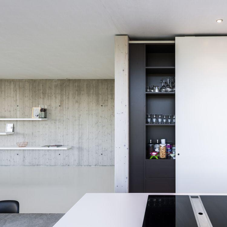 Küchenzeile hinter Schiebetüren versteckt Kochinsel - schiebetür für küche
