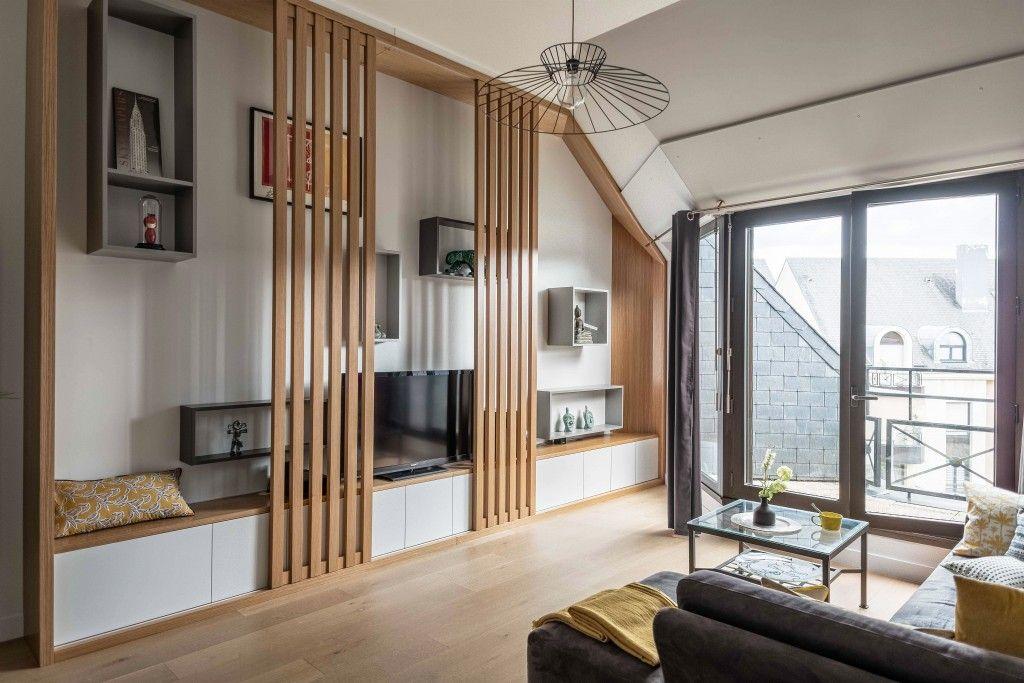 Un meuble tv chic et design en ch ne clair et laque mate niches ouvertes et grands panneaux - Meuble tv gain de place ...