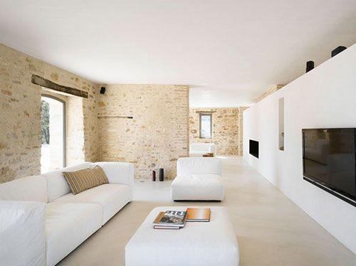 Moderne woonkamer met bakstenen muur - gietvloer kleuren | Pinterest ...