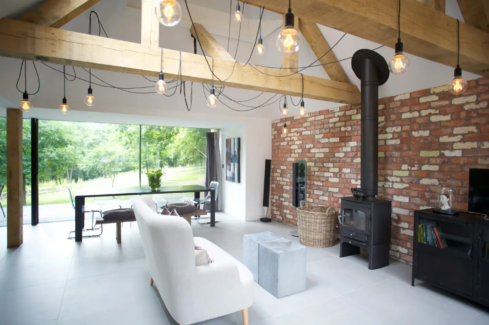 Contemporary rural retreat close to London. Cottages for