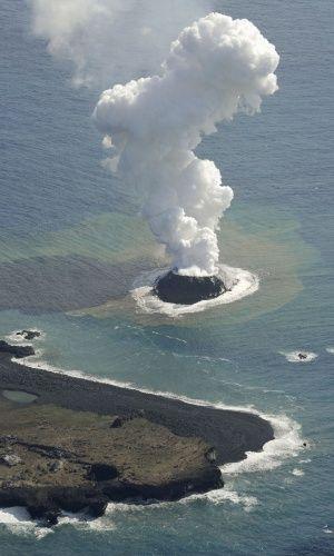 """Esta ilha vulcânica japonesa """"nasceu"""" em 2013 e não para de crescer - Notícias - Meio Ambiente"""