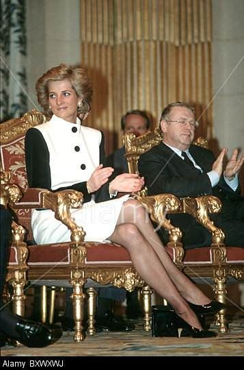 She learned how it all works and brought her heart along. Princess Of Wales At Town Hall In Paris, France