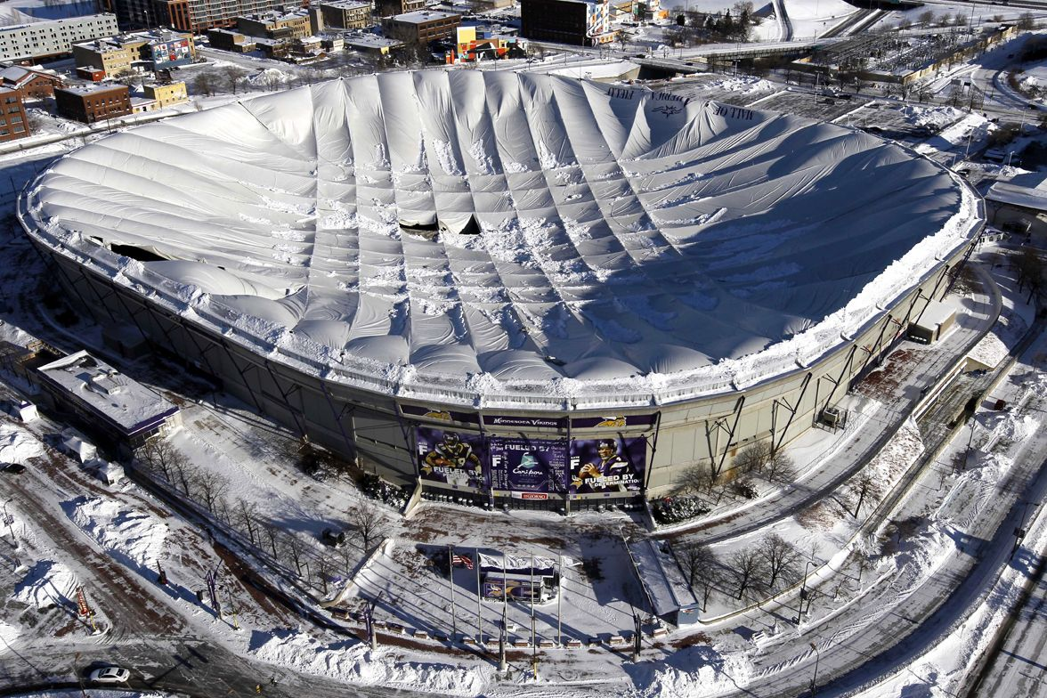 The Metrodome Roof Collapse As If The Stadium Wasn T Already An Embarrassment Enough On Vikings Stadium Minnesota Vikings Stadium Minnesota Vikings Football