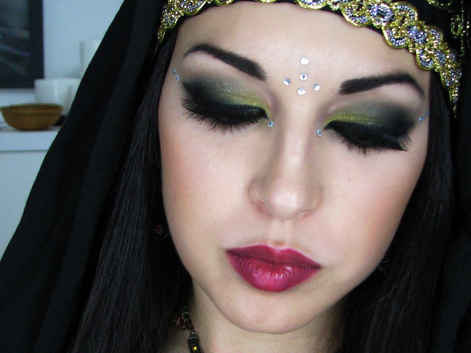 Maquillaje rabe arabian makeup tutorial maquillaje pinterest arabian makeup tutorial arabian makeupperformance makeupmakeup youtube bellydancemakeup baditri Image collections