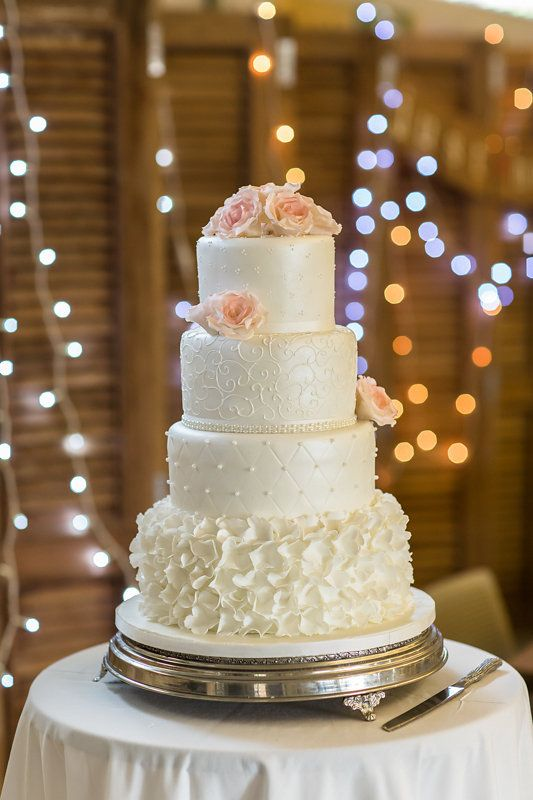 We love this elegant wedding cake by Wades Cakes. (See more - http://ohsoprettyplanning.com/cape-town-wedding-planner/galleries/#caterina)