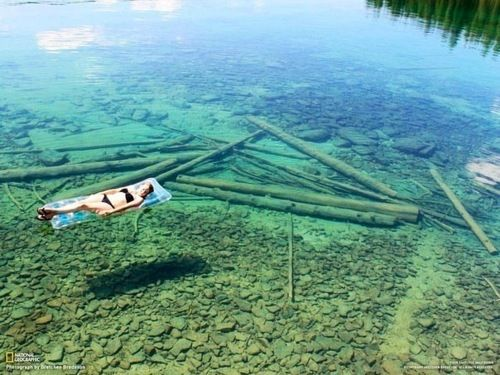 This is Flathead Lake in northwestern Montana, USA. The water is so transparent that it seems that this is a quite shallow lake. In fact, it is 370.7 feet deep.